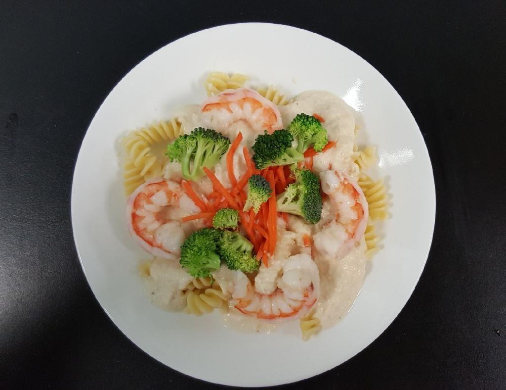 shrimp prrmavera over spiral pasta
